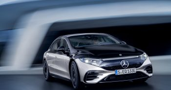 Mercedes-EQ, EQS 580 4MATIC, Exterieur, Farbe: hightechsilber/obsidianschwarz, AMG-Line, Edition 1;( Stromverbrauch kombiniert: 20,0-16,9 kWh/100 km; CO2-Emissionen kombiniert: 0 g/km);Stromverbrauch kombiniert: 20,0-16,9 kWh/100 km; CO2-Emissionen kombiniert: 0 g/km*Mercedes-EQ, EQS 580 4MATIC, Exterior, colour: high-tech silver/obsidian black, AMG-Line, Edition 1; (combined electrical consumption: 20.0-16.9 kWh/100 km; combined CO2 emissions: 0 g/km);Combined electrical consumption: 20.0-16.9 kWh/100 km; combined CO2 emissions: 0 g/km